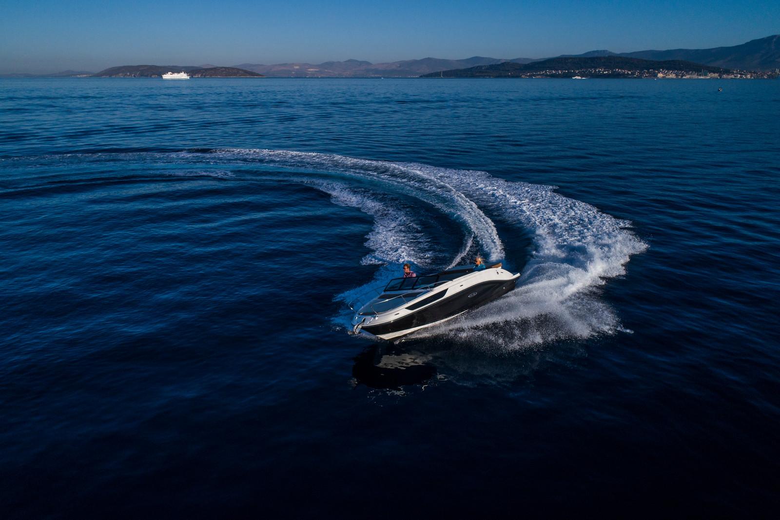 Sea Ray Sun Sport 230 Outboard Cuddy Cabin full